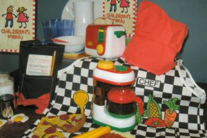 Everyone loves to go out to eat! This kit includes all you need to let the children run their own diner - coffee mugs and coffee maker, toaster, placemats, chef hat and apron, food items, serving tray – even the children's menus and order pads!